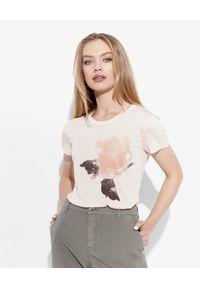 Emporio Armani - EMPORIO ARMANI - T-shirt z nadrukiem. Kolor: wielokolorowy, fioletowy, różowy. Materiał: bawełna. Wzór: nadruk