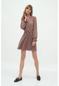 Nife - Krótka Sukienka z Długim Rękawem - Mocca. Materiał: wiskoza. Długość rękawa: długi rękaw. Długość: mini