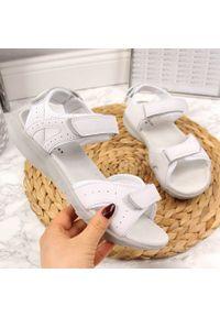 Białe sandały American Club sportowe, na rzepy