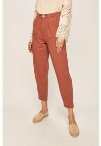 Różowe jeansy Answear Lab wakacyjne