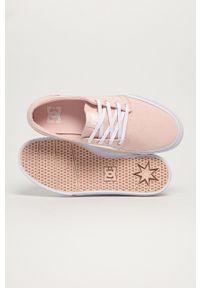 DC - Dc - Tenisówki. Nosek buta: okrągły. Zapięcie: sznurówki. Kolor: różowy. Materiał: guma