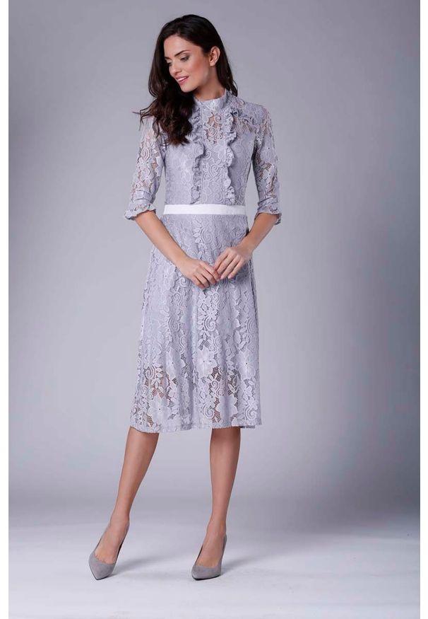 Szara sukienka wizytowa Nommo ze stójką