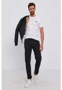 Lacoste - T-shirt bawełniany. Okazja: na co dzień. Kolor: biały. Materiał: bawełna. Wzór: aplikacja. Styl: casual