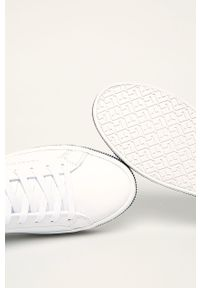 Białe buty sportowe TOMMY HILFIGER z okrągłym noskiem, na sznurówki, z cholewką