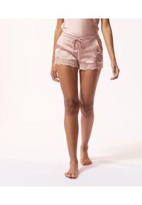 Różowa piżama Etam w koronkowe wzory