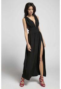 Czarna sukienka wieczorowa Nommo maxi, z dekoltem w kształcie v
