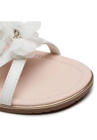 Białe sandały Nelli Blu na co dzień, z aplikacjami, casualowe