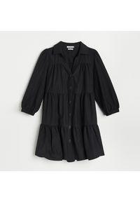Reserved - Sukienka z falbanami - Czarny. Kolor: czarny