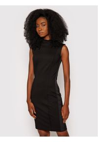 Guess Sukienka codzienna Alexandra W1YK02 K8RN0 Czarny Slim Fit. Okazja: na co dzień. Kolor: czarny. Typ sukienki: proste. Styl: casual