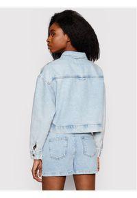 Niebieska kurtka jeansowa NA-KD