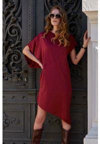 Makadamia - Asymetryczna Sukienka na Lato - Bordowa. Kolor: czerwony. Materiał: wiskoza. Sezon: lato. Typ sukienki: asymetryczne
