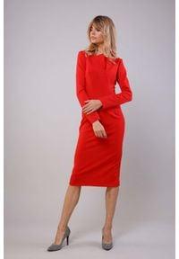 Nommo - Ołówkowa Sukienka z Dekoracyjną Listwą przy Dekolcie - Czerwona. Kolor: czerwony. Materiał: wiskoza, poliester. Typ sukienki: ołówkowe