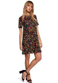 MOE - Luźna Sukienka w Kwiatki z Dekoltem na Plecach - Model 6. Materiał: wiskoza. Wzór: kwiaty