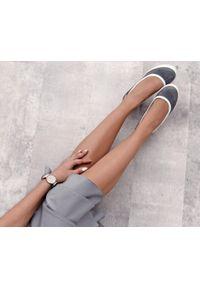 Zapato - baleriny na koturnie - skóra naturalna - model 024 - kolor szary. Okazja: na spotkanie biznesowe. Kolor: szary. Materiał: skóra. Wzór: nadruk, gładki, kolorowy. Obcas: na koturnie. Styl: sportowy, glamour, elegancki, klasyczny, biznesowy. Wysokość obcasa: wysoki