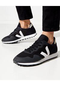 Veja - VEJA - Czarne sneakersy SDU. Kolor: czarny. Materiał: zamsz, materiał, guma. Wzór: napisy, geometria, aplikacja