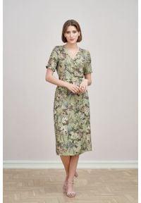 Marie Zélie - Sukienka Irmina Phoenix zielona. Kolor: zielony. Materiał: poliester, materiał, wiskoza, tkanina, skóra. Długość rękawa: krótki rękaw. Wzór: napisy. Typ sukienki: proste, kopertowe