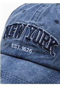 Ombre Clothing - Czapka męska z daszkiem H074 - granatowa - uniwersalny. Kolor: niebieski. Materiał: bawełna