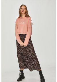 Różowa bluza Answear Lab z kapturem, wakacyjna