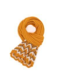 BRODRENE - Szalik damski miodowy Brodrene 1010696-OCHRE. Kolor: pomarańczowy. Materiał: materiał