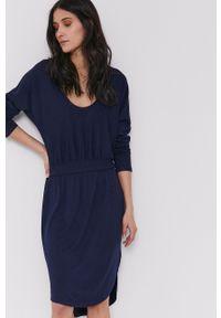 GAP - Sukienka. Kolor: niebieski. Materiał: dzianina. Długość rękawa: długi rękaw. Wzór: gładki. Typ sukienki: rozkloszowane