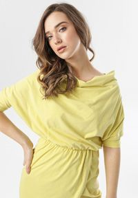 Born2be - Jasnożółta Sukienka Phianele. Kolor: żółty