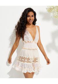 CHIO - Beżowa sukienka z cekinami. Kolor: beżowy. Materiał: koronka. Długość rękawa: na ramiączkach. Wzór: haft, aplikacja, koronka. Długość: mini