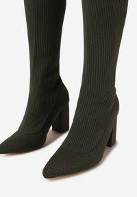Renee - Oliwkowe Kozaki Throw. Wysokość cholewki: przed kolano. Kolor: zielony. Materiał: materiał, prążkowany. Szerokość cholewki: normalna. Obcas: na obcasie. Wysokość obcasa: średni