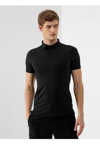 4f - Koszulka polo męska. Typ kołnierza: polo. Kolor: czarny. Materiał: dzianina, materiał. Wzór: gładki