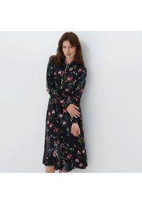 Mohito - Koszulowa sukienka z wiskozy - Czarny. Kolor: czarny. Materiał: wiskoza. Typ sukienki: koszulowe