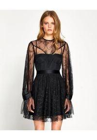ALICE MCCALL - Czarna sukienka Craft. Okazja: na randkę, na imprezę. Kolor: czarny. Materiał: koronka. Długość rękawa: długi rękaw. Wzór: koronka. Styl: klasyczny. Długość: mini