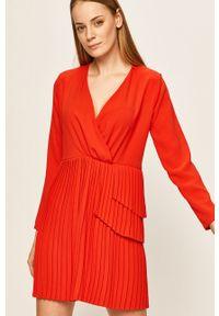 Czerwona sukienka ANSWEAR rozkloszowana, mini