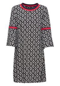 Sukienka drukowana, rękawy 7/8 z falbanami bonprix czarno-biało-czerwony. Kolor: czarny. Wzór: aplikacja, nadruk. Typ sukienki: rozkloszowane. Styl: elegancki