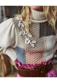 LOVE SHACK FANCY - Wełniany sweter z golfem. Typ kołnierza: golf. Kolor: beżowy. Materiał: wełna. Długość: długie. Wzór: haft, kwiaty, aplikacja