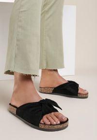 Renee - Czarne Klapki Saraia. Okazja: na co dzień. Nosek buta: otwarty. Kolor: czarny. Sezon: lato. Styl: casual