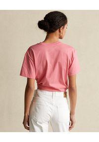 Ralph Lauren - RALPH LAUREN - Różowy t-shirt z graficznym nadrukiem. Typ kołnierza: polo. Kolor: wielokolorowy, fioletowy, różowy. Materiał: tkanina. Wzór: nadruk #3