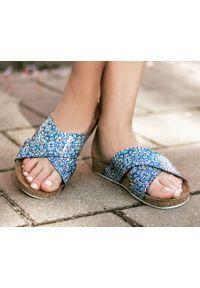 Zapato - klapki na korku - skóra naturalna - model 341 - kolor mozaika. Okazja: na imprezę, na co dzień. Materiał: skóra. Wzór: motyw zwierzęcy, nadruk, kolorowy, kwiaty. Sezon: lato, wiosna. Obcas: na płaskiej podeszwie. Styl: klasyczny, wakacyjny, casual
