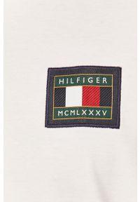 TOMMY HILFIGER - Tommy Hilfiger - Polo. Typ kołnierza: polo. Kolor: biały. Materiał: dzianina. Długość: krótkie