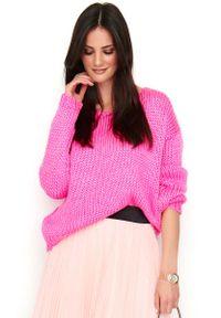 Różowy sweter oversize Makadamia z dekoltem w serek