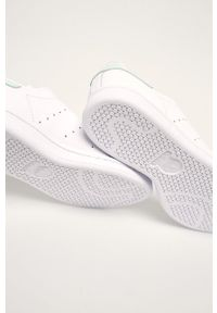 Białe buty sportowe adidas Originals na sznurówki, z cholewką, z okrągłym noskiem