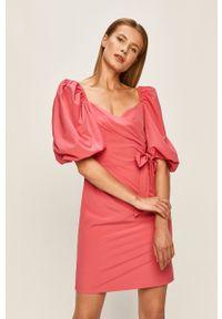 Różowa sukienka Glamorous casualowa, mini, na co dzień, prosta