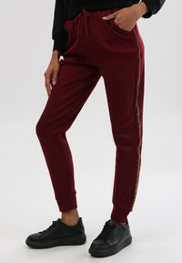 Czerwone spodnie dresowe Born2be