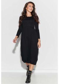 Makadamia - Czarna Rozkloszowana Midi Sukienka ze Ściągaczem. Kolor: czarny. Materiał: wiskoza, elastan. Długość: midi