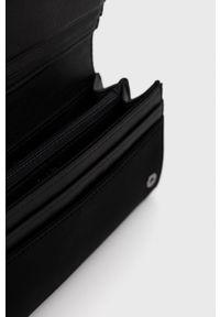 Desigual - Portfel i etui na karty. Kolor: czarny. Materiał: materiał