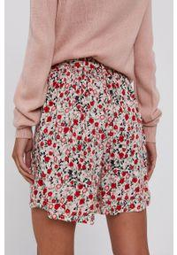 Vero Moda - Szorty. Kolor: beżowy. Materiał: tkanina, wiskoza, materiał