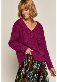 Fioletowy sweter medicine