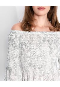 HEMISPHERE - Długa biała sukienka z odkrytymi ramionami. Kolor: biały. Materiał: len, dzianina. Wzór: nadruk. Typ sukienki: z odkrytymi ramionami. Długość: maxi