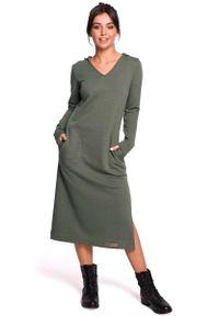 Brązowa sukienka dzianinowa MOE prosta, z kapturem, maxi