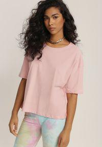 Renee - Jasnoróżowy T-shirt Lyseleia. Kolor: różowy