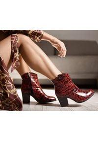 Zapato - botki kowbojki na obcasie - skóra naturalna - model 471 - kolor czarno-czerwony krokodyl. Kolor: czarny, czerwony, wielokolorowy. Materiał: skóra. Obcas: na obcasie. Wysokość obcasa: średni