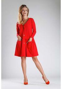 Nommo - Czerwona Sukienka o Luźnym Fasonie Zapinana na Guziki. Kolor: czerwony. Materiał: bawełna, poliester